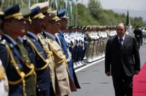 Algeria's President Abdelaziz Bouteflika reviews the guard of honour at the end of his official visit to Bouira province, 120 km (75 miles) southeast of Algiers, July 27, 2008. REUTERS/Zohra Bensemra (ALGERIA)